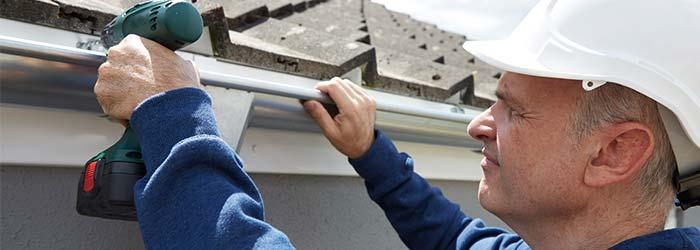 lekkende dakgoot repareren